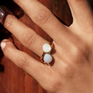 Bagues Bestouan Calcédoine Bleue Pierre de Lune Blanche or jaune 18 carats recyclé mineral joaillerie luxe