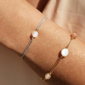 Cordon bracelet Bestouan pierre de lune blanche sunset pierres naturelles or jaune 18 carats recyclé