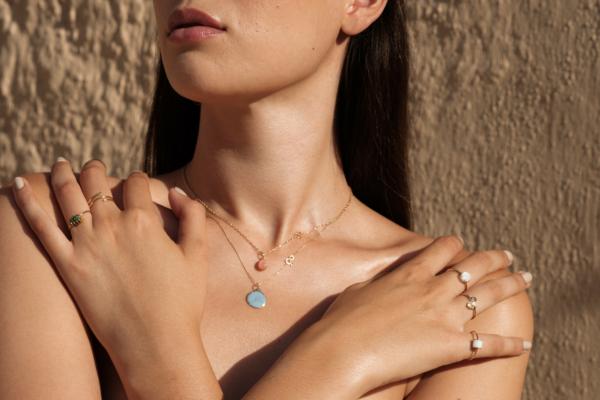 Médaille pendentif galet pierre de lune sunset pierre naturelle or jaune 18 carats recyclé mineral joaillerie éthique