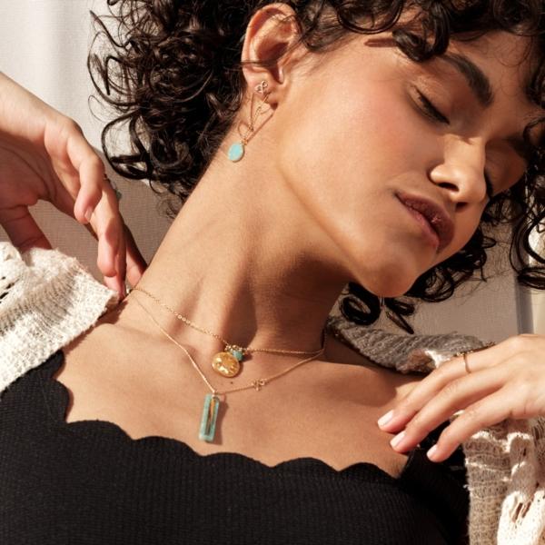 Boucles d'oreilles Druzy calcédoine pierre naturelle bleue médaille pendentif or 18 carats recyclé médaille miroir amazonite médaille soleil nacre blanche médaille céleste amazonite