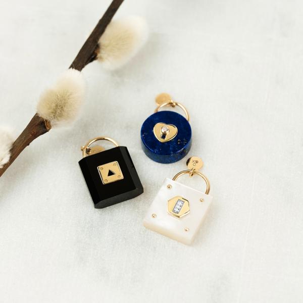 Médailles pendentifs les précieuses Cadenas lapis lazuli onyx nacre blanche pierres naturelles or jaune 18 carats recyclé mineral joaillerie