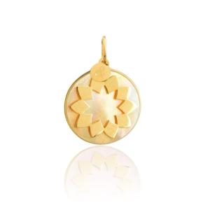 Médaille pendentif soleil nacre jaune pierre naturelle or jaune 18 carats recyclé mineral joaillerie