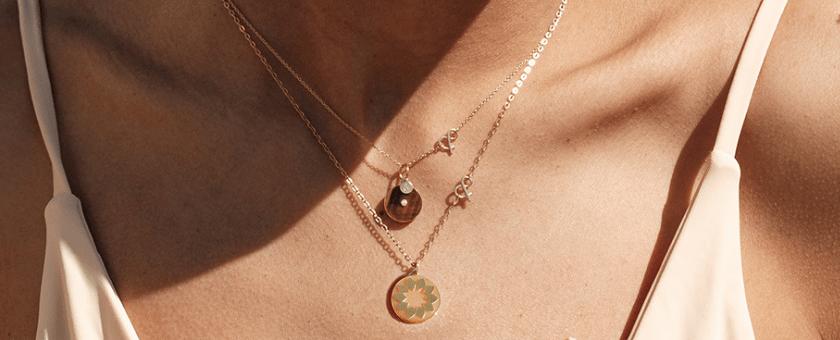 Médaille pendentif or jaune 18 carats recyclé pierres naturelles Médaille soleil nacre jaune médaille pi oeil de tigre or pierre naturelle mineral joaillerie