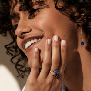Bagues Bestouan lapis lazuli sunset onyx pierres naturelles or jaune 18 carats recyclé boucles d'oreilles lapis lazuli or jaune 18 carats recyclé mineral joaillerie