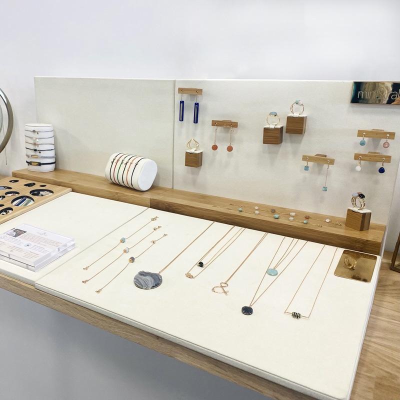 showroom bijoux mineral joaillerie éthique colliers boucles d'oreilles bracelets